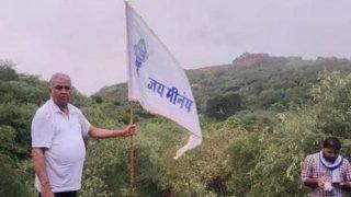 भारी पुलिस बल को चकमा भाजपा सांसद ने आंबागढ़ किले पर फहराया आदिवासी सफेद झंडा, जानिए मामला