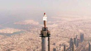 Burj Khalifa Par Air Hostess: बुर्ज खलीफा के टॉप पर चढ़कर महिला ने बनवाया वीडियो, देख खड़े हो जाएंगे रौंगटे, हर सेकेंड निकलेगी जान | देखें Viral Video