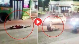अंधेरी रात में बीच सड़क पर योगा और नागिन डांस करने लगी लड़की    Video Viral