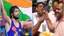 Tokyo Olympics 202: Ravi Kumar Dahiya इतिहास रचने के करीब, गांव में जश्न का माहौल, देखें तस्वीरें