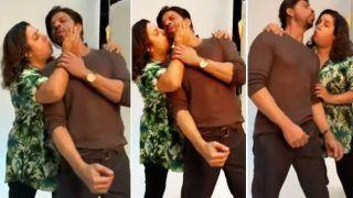 Shah Rukh Khan Hilariously Grooves To 'Main Hoon Na' With Farah Khan, Ranveer Singh's Heart Melts   Watch