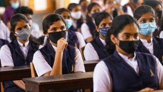 Maharashtra Schools Reopen: महाराष्ट्र के शहरों में आज से खुल गए 8वीं से 12वीं के स्कूल, गांवो में लगेगी 5वीं तक की क्लास, जानिए