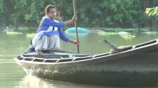 Undeterred by Floods, 15-Year-Old Girl Rows Boat to Reach School Daily in UP's Gorakhpur | See Pics