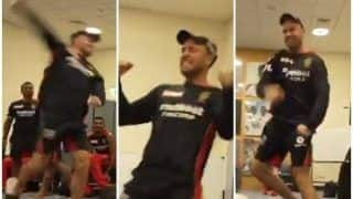 AB de Villiers Copies Virat Kohli's Celebration Hilariously in RCB Dressing-Room After Win | WATCH VIDEO