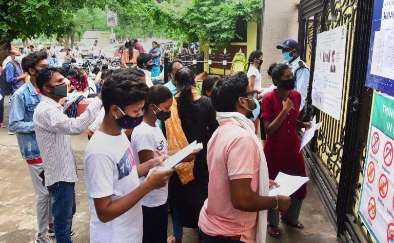 NEET Curved Results in Favour of Elite, English-medium, Urban, CBSE Kids: Tamil Nadu Panel