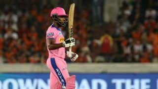 IPL 2021: स्लो ओवर रेट के लिए 24 लाख का जुर्माना भरेंगे संजू सैमसन; लग सकता है एक मैच का बैन