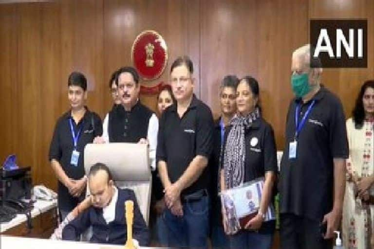 Gujarat: 11-Year-Old Girl With Brain Tumour Becomes Ahmedabad Collector For a Day