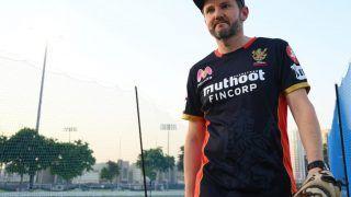 विराट कोहली के कप्तानी छोड़ने के बयान का RCB की हार से कोई लेना-देना नहीं: माइक हेसन