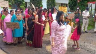 Women Hold Catwalk in Bhopal's Potholed Road to Draw Authorities' Attention | WATCH Video