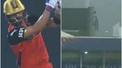 IPL 2021, RCB vs CSK: Virat Kohli ने जड़ा No Look Six, स्टेडियम से बाहर गिरी गेंद, देखें Video