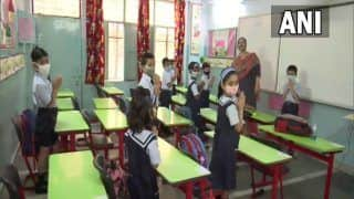 UP Me Khul Gaye Schools: वीडियो में देखें कैसे पहले दिन स्कूल पहुंचे प्राइमरी स्कूल के बच्चे, सीएम योगी ने किया ट्वीट