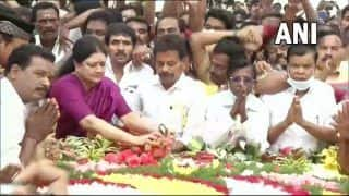 Video: Sasikala Visits Jayalalithaa's Memorial For First Time Since Jail Release