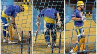 IPL 2021: MS Dhoni Taking Guard Meticulously Ahead of Qualifier 1 Between DC vs CSK is a Sight to Behold | WATCH VIDEO