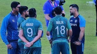 MS Dhoni's Heartwarming Gesture Towards Pakistan Players After Virat Kohli's India Lose T20 WC Game | PICS