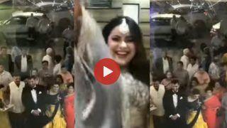 Dulhan Ka Dance: बारात आई तो दौड़कर दूल्हे को देखने पहुंच गई दुल्हन, फिर खुशी में झूमकर किया मजेदार डांस | देखिए ये Video