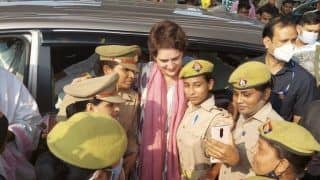 UP Police to Take Action Against Women Constables Who Posed for Selfies with Priyanka Gandhi Vadra