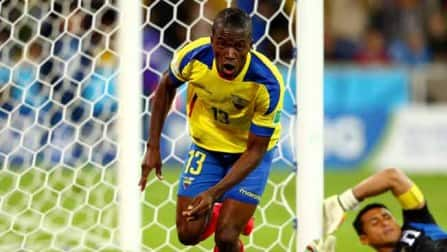 Enner Valencia double gives Ecuador new life after beating Honduras 2-1