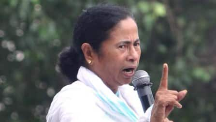 """AAP success """"turning point"""" in political situation: Mamata Banerjee"""
