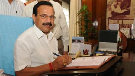 Railway Budget 2014: Rail minister Sadananda Gowda reads at bullet speed!