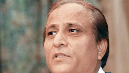 Lok Sabha elections 2014: Azam Khan continues the trend of controversial comments by Samajwadi Party candidates
