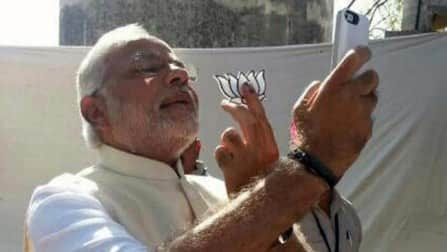 Narendra Modi #selfie goes viral on twitter