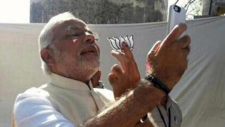 Narendra Modi #selfie goes viral on twitter