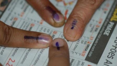 Maharashtra Polls: Moderate turnout, Bollywood, India Inc take lead